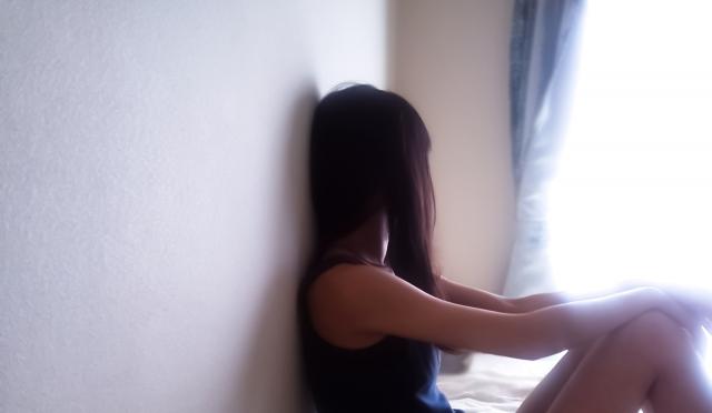 悩む|女性|画像